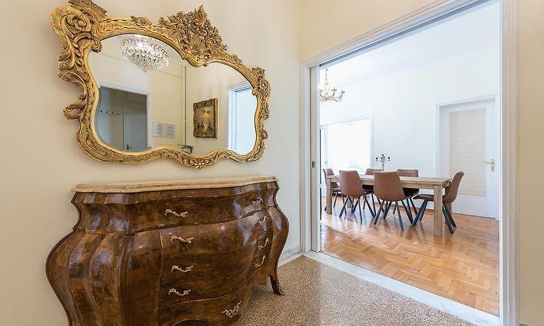 Victoria Queens Palace Apartments Atene - Soggiorno Low Cost ...